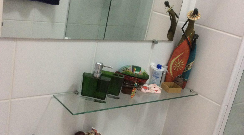banheiro de serviço pia
