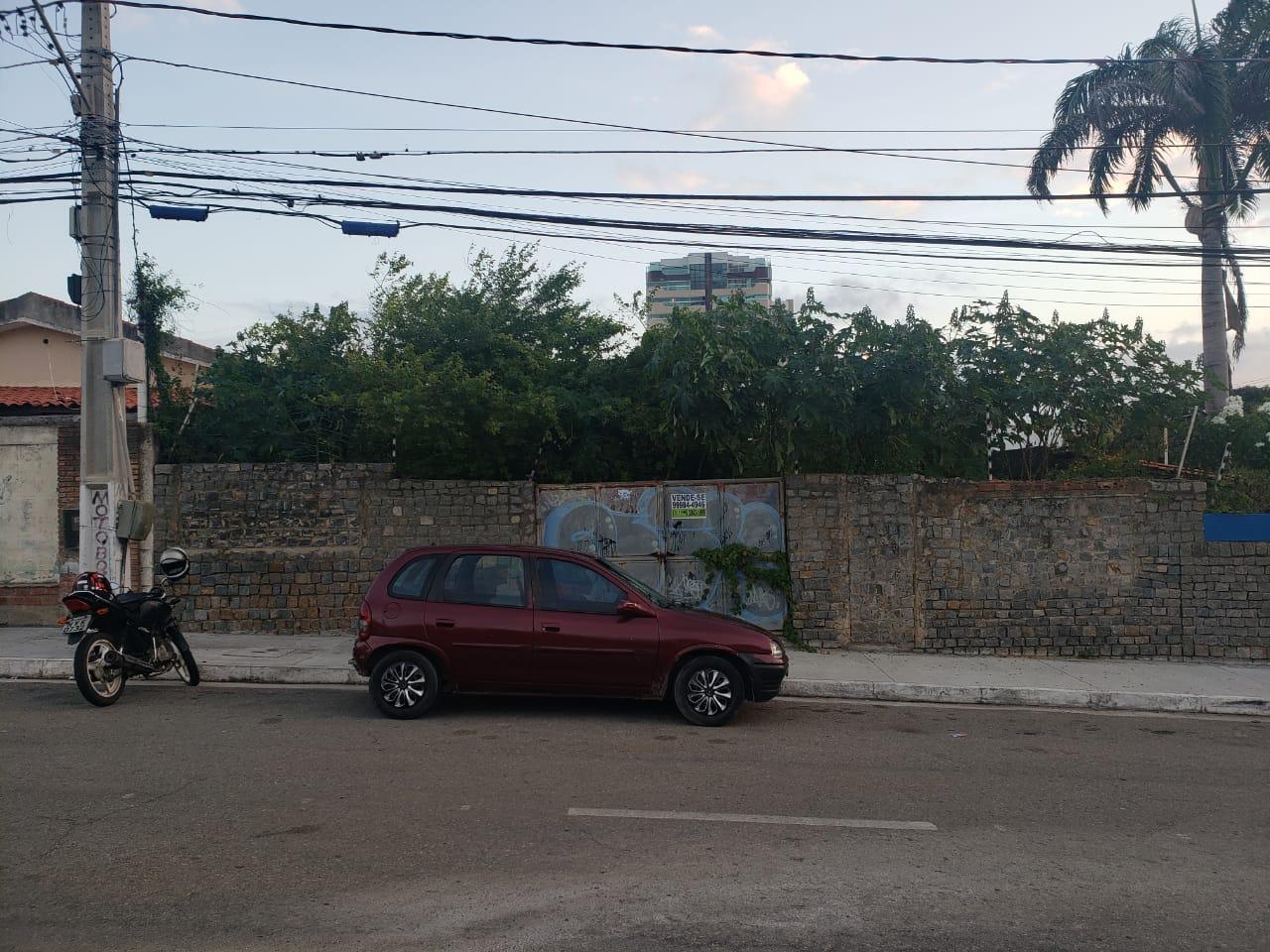 TERRENO EM EXCELENTE LOCALIZAÇÃO, NO BAIRRO ATALAIA