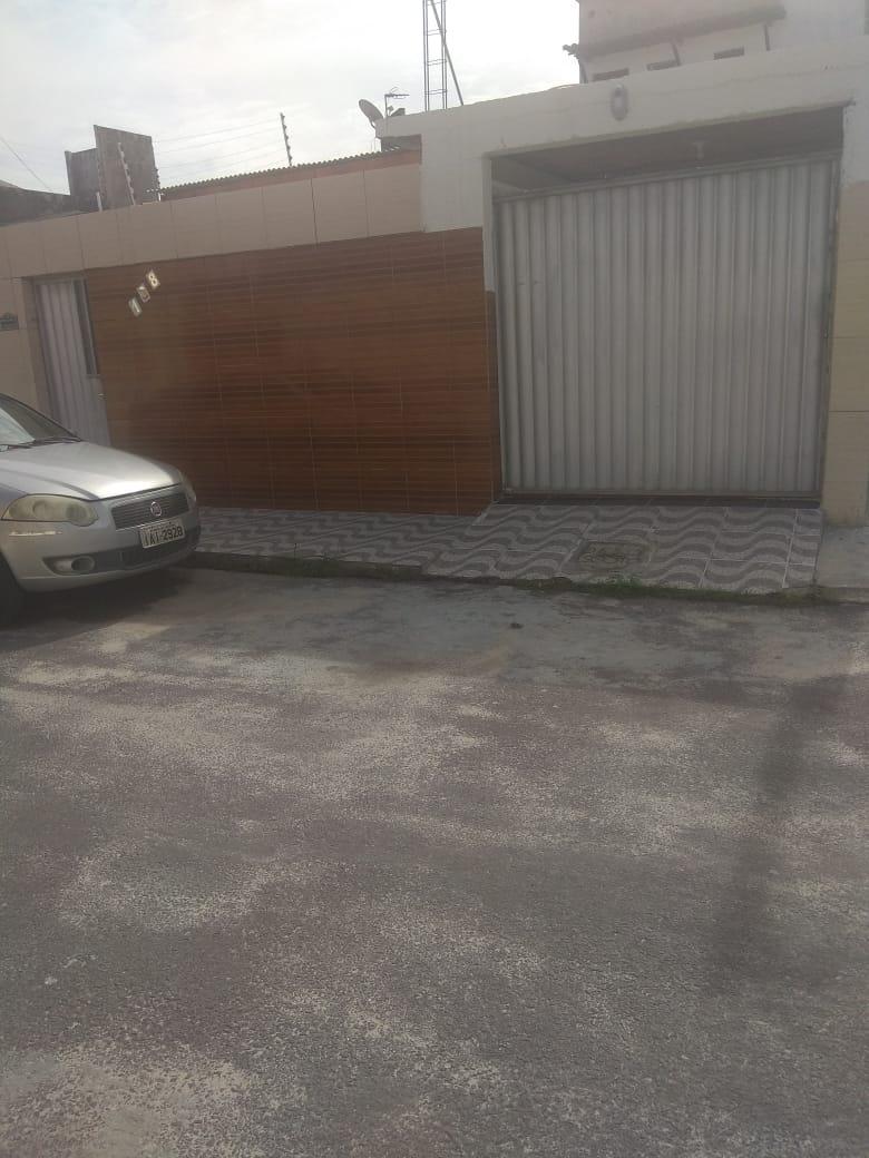 CASA DE ESQUINA NO BAIRRO AEROPORTO, 300 MIL