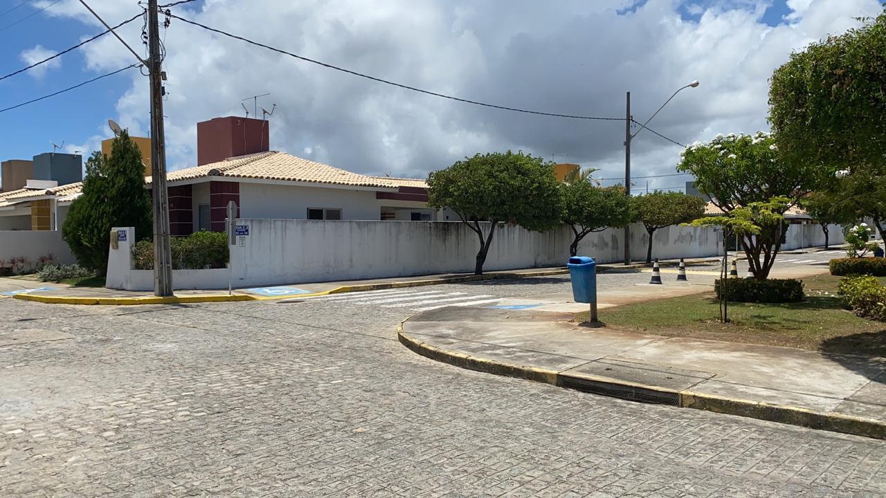 CASA DE ESQUINA NO COND PARQUE MARINE, BAIRRO ATALAIA